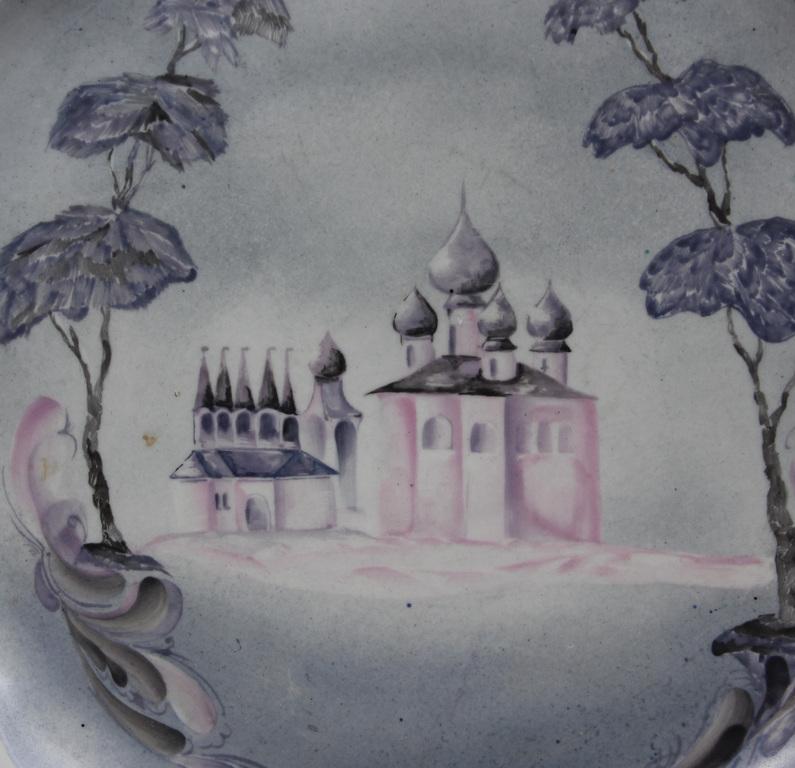 Porcelāna šķīvis ar baznīcas skatu