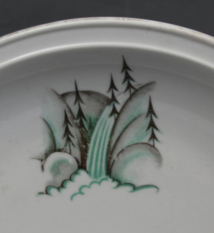 Porcelāna sķīvis art deko stilā pēc R.Sutas meta?