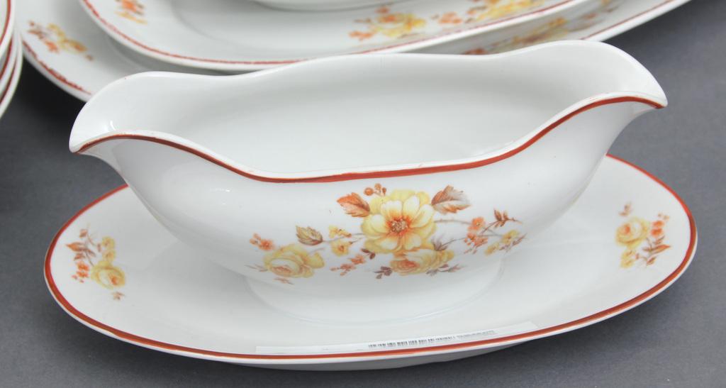 Nepilna porcelāna servīze