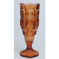 Oranžā stikla vāzīte