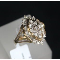 Zelta gredzens ar briljantiem un dimantiem