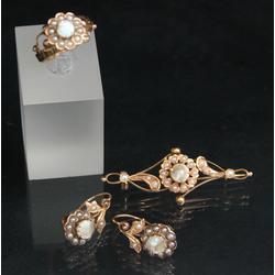 Zelta rotaslietu komplekts ar pērlēm un perlamutru