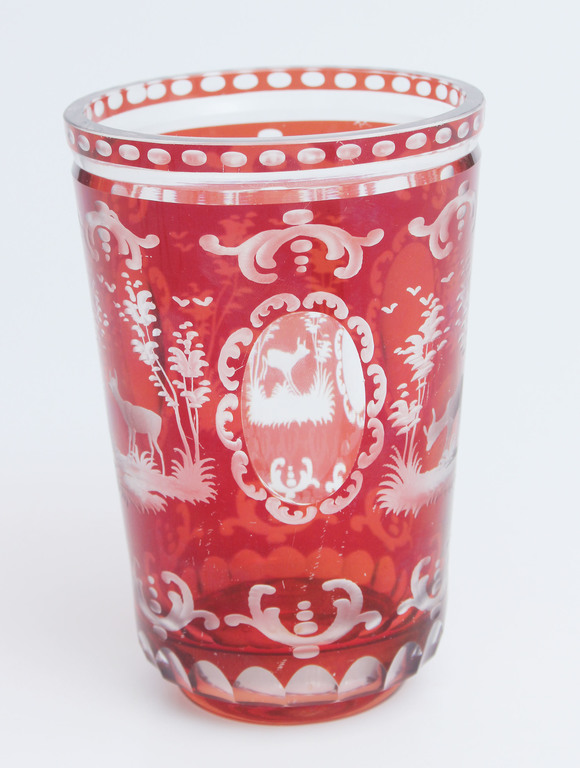 Sarkanā stikla vāze