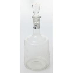 Stikla karafe ar korķi