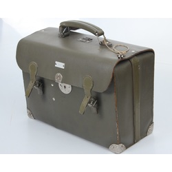Kara laika medmāsas koferis