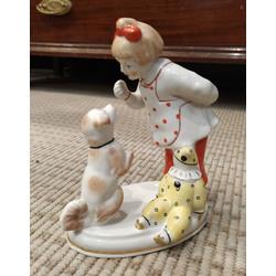 Porcelāna figūra ''Meitene ar suni''