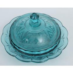 Zilā stikla trauks ar vāku