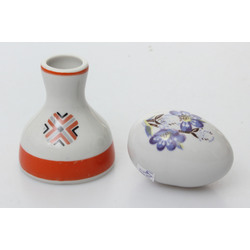 Porcelāna vāzīte un ola