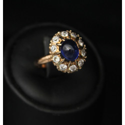 Gold ring with fianits (10 pcs.) And artificial sapphire