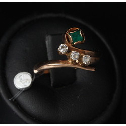 Gold ring with fianits and artificial emerald