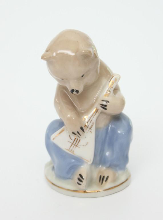 Фарфоровая статуэтка «Медведь с балайкой»
