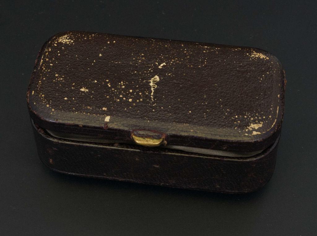 Золотая брошь Карла Фаберже с бриллиантами и эмалью