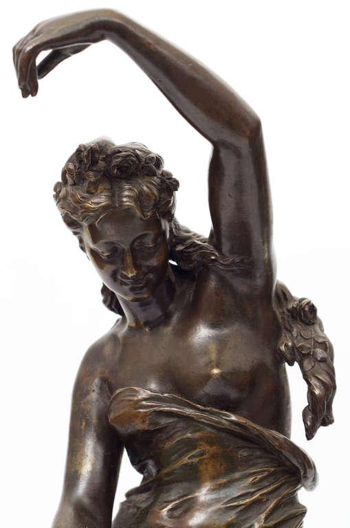 Bronzas skulptūra uz marmora pamatnes