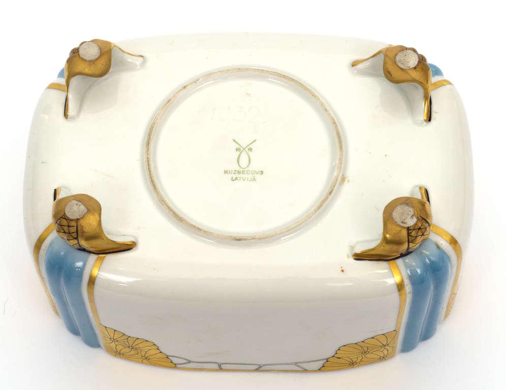 Фарфоровая посуда с крышкой