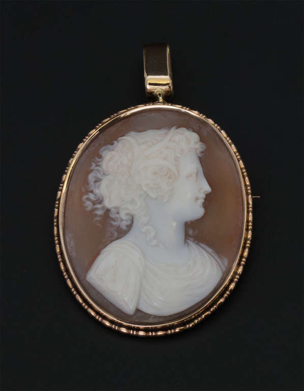 Pendant in a gold frame ''Cameo''