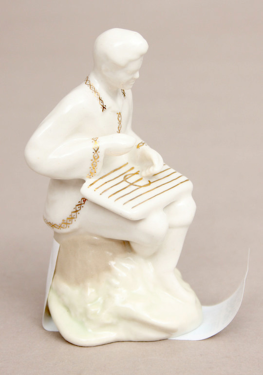 Фарфоровая статуэтка