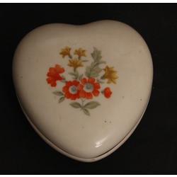 Apgleznota porcelāna lādīte