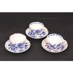 Porcelāna tasītes ar apakštasītēm (3 gab.)