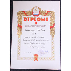 Četri dažādi diplomi