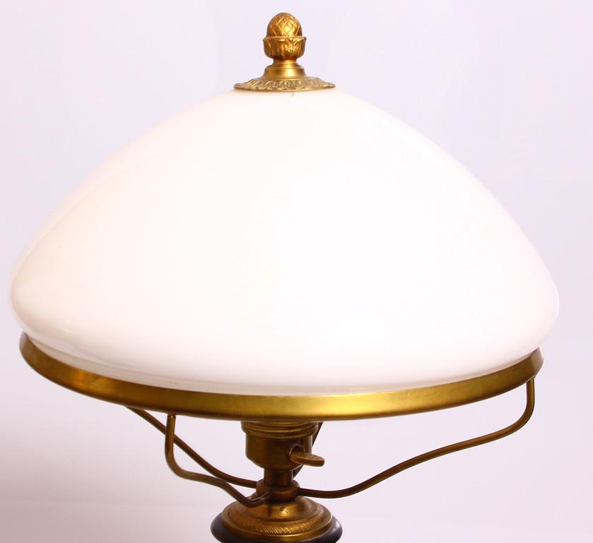Galda lampas pāris