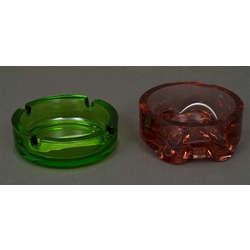 Divi stikla pelnu trauki