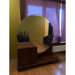 Guļamistabas iekarta - spogulis, divguļamā gulta, 2 naktsskapīši, 1 galds, 2 krēsli, liels 4 durvju skapis