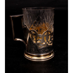 Sudraba glāžu turētājs ar glāzi