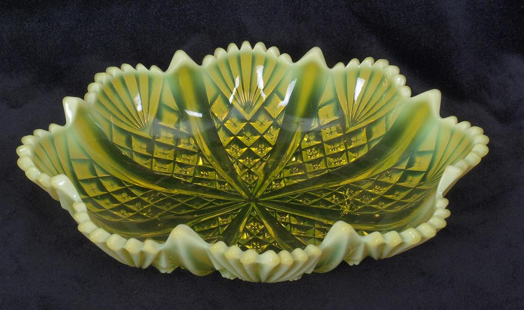 Krāsainā stikla servīze