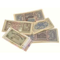 Dažādu banknošu komplekts