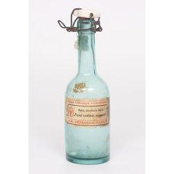 Stikla udens pudele