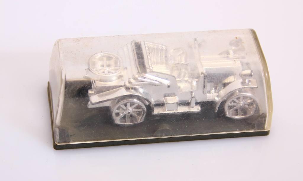 Tris automašīnu modelīšu komplekts