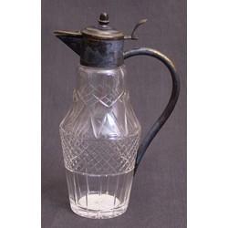 Slīpeta stikla karafe ar metala apdari