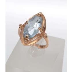 Zelta gredzens ar zilas krāsas akmeni