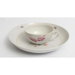 Porcelāna šķīvis un krūze