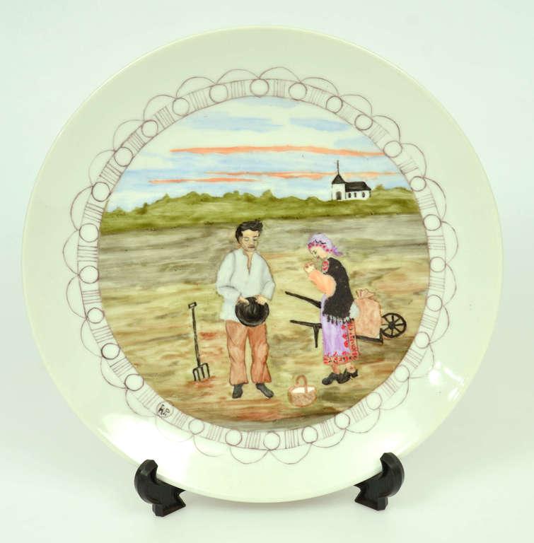 Porcelāna šķīvis ar gleznojumu