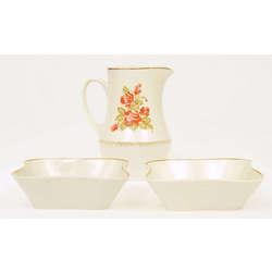 Porcelāna trauku komplekts - 2 krūkas, 2 šķīvīši