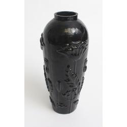 Jūgendstila  melna stikla vāze ar magonēm