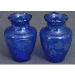 Zilā stikla vāzite