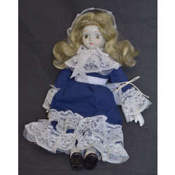 Porcelāna lelle zilā kleitā