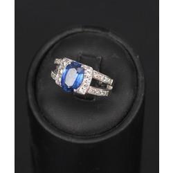 Baltā zelta gredzens ar briljantiem un safīru