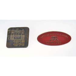 Два металлические значки