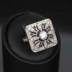 Золотое кольцо с сапфирам и бриллиантами