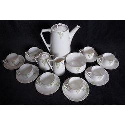 Porcelāna servīze astoņām personām