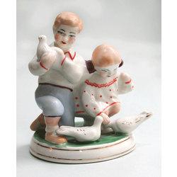 """Porcelāna  figūras """"Bērni ar baložiem"""""""