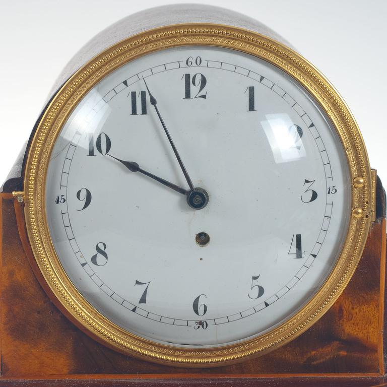 Zviedru meistara Jacob Koch sarkankoka kamīna pulkstenis